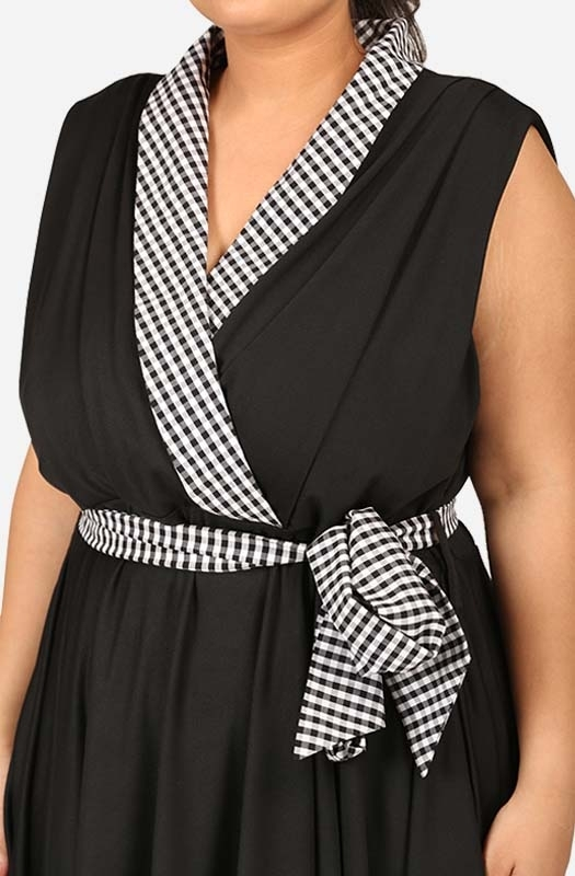 Gingham check-collar Fit & flare Black dress