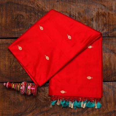 Red handloom banarasi with traditional gold bootas