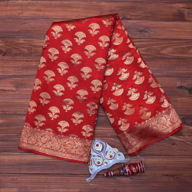 Red Handloom benarasi adorned with gold